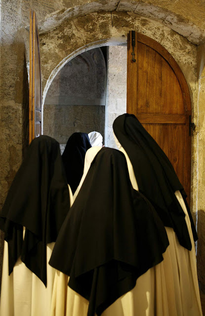 Monache-Carmelitane-porta-grande