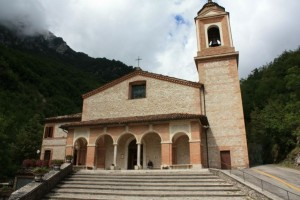 aMadonna-dellAmbro-Il-Santuario-600x400