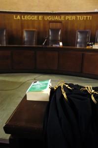 La-legge-è-uguale-per-tutti-tribunale