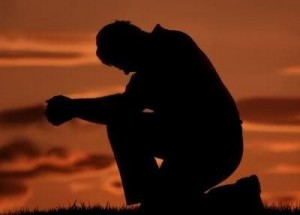 preghiera -uomo-in-ginocchio
