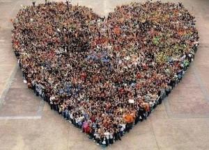 cuore con persone