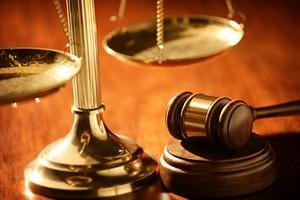 tribunale martello e bilancia