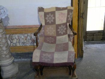 La sedia di S. Maria Francesca delle Cinque Piaghe di Gesù Cristo sulla quale si accomodano le donne che desiderano avere un figlio