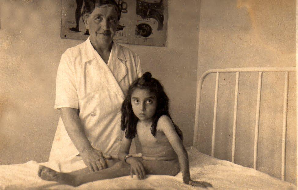 Nuccia a Cuneo 8 anni con la massaggiatrice Giuseppina