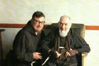 frate e padre pio con rosario - Padre Giacomo Piccirillo
