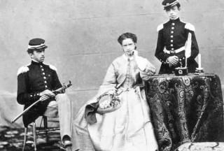 Umberto e Amedeo di Savoia ritratti da giovanisssimi con la sorella Maria Pia.
