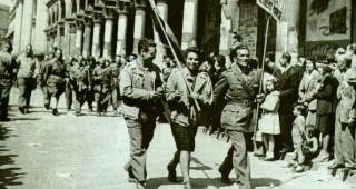 liberazione- partigiani sfilano a mi