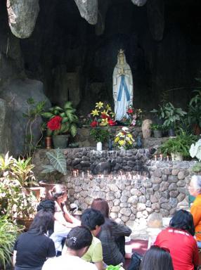 Gua Maria Sumber Kahuripan