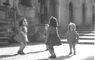 bambine-che-giocano