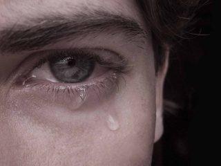 Uomo-piange-forza-interiore
