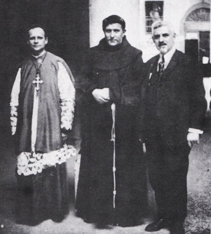 Padre Agostino Gemelli tra mons. Olgiati e Vico Necchi.