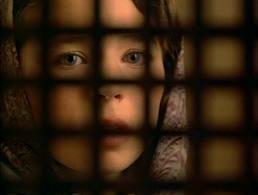 bambina al confessionale
