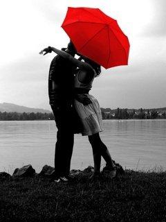 innamorati con ombrello