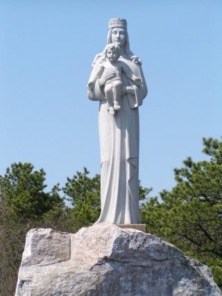 MADONNA DELL'ISOLA Manorville, Long Island, New York, USA .
