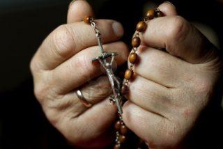mani-preghiera-rosario