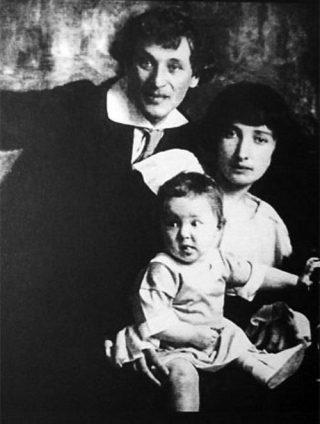 March Chagall con il suo grande amore Belle e la loro figlia